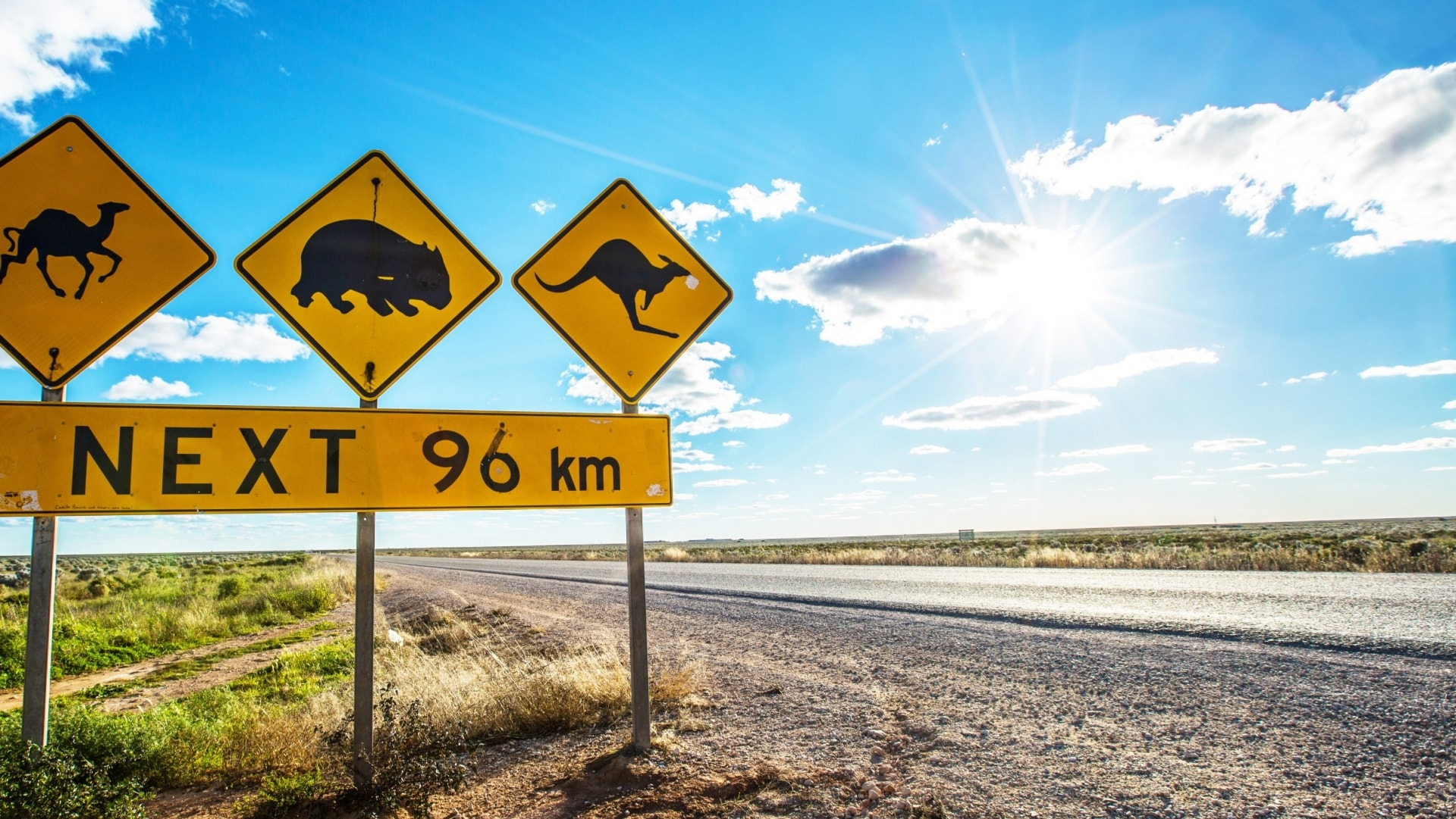 Eyre Highway, Nullarbor, SA. © Greg Snell, Tourism Australia