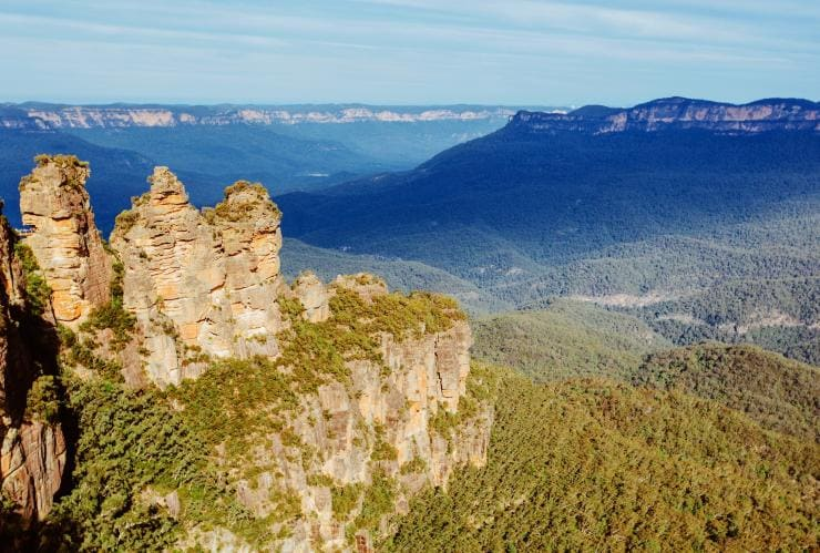 Three Sisters, Blue Mountains, New South Wales © Tourism Australia