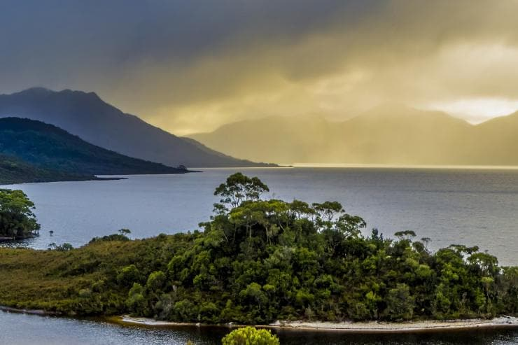 Lake Pedder, Scotts Peak und Mount Solitary, Südwest-Tasmanien © Alan Long