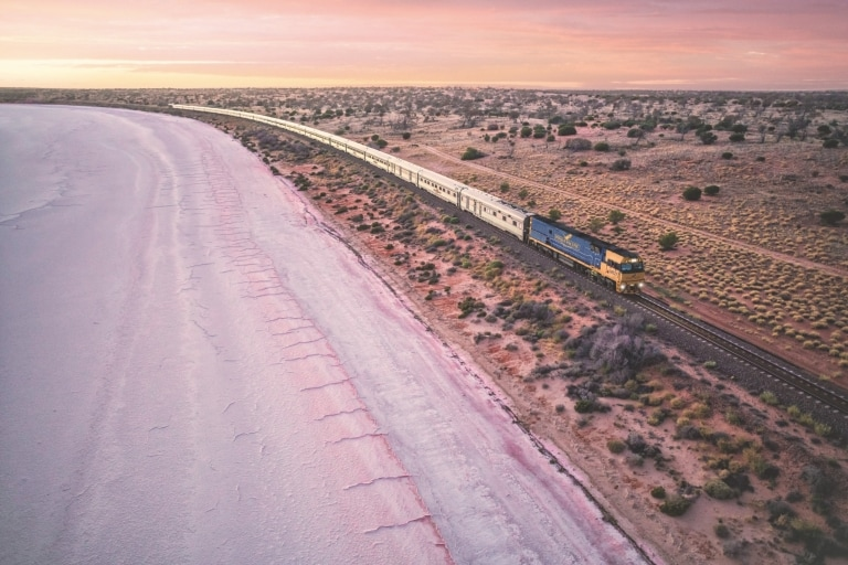 Indian Pacific Train, Lake Hart, Südaustralien © Journey Beyond