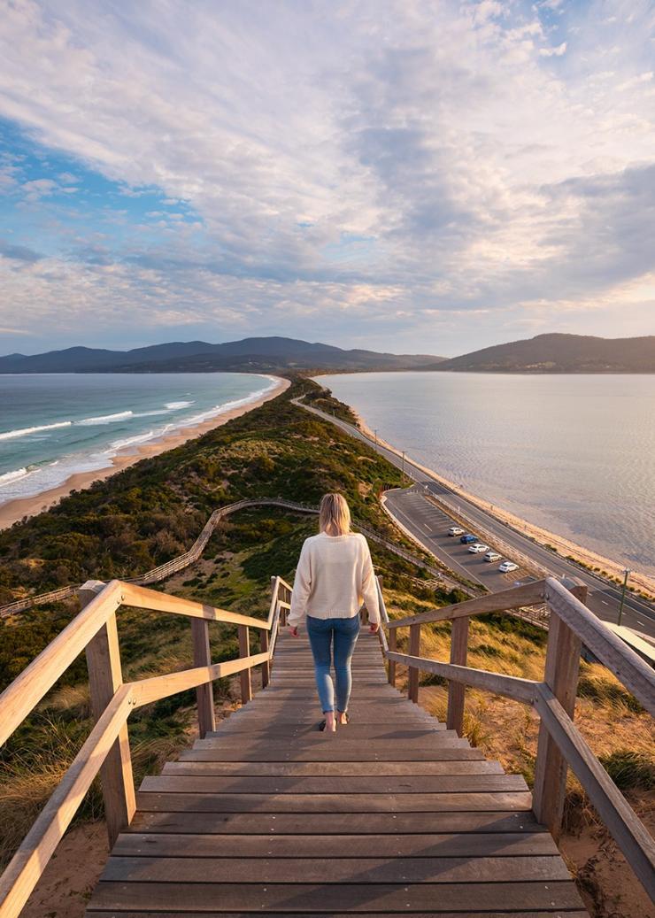 The Neck Lookout, Bruny Island, Tasmania © Tourism Australia