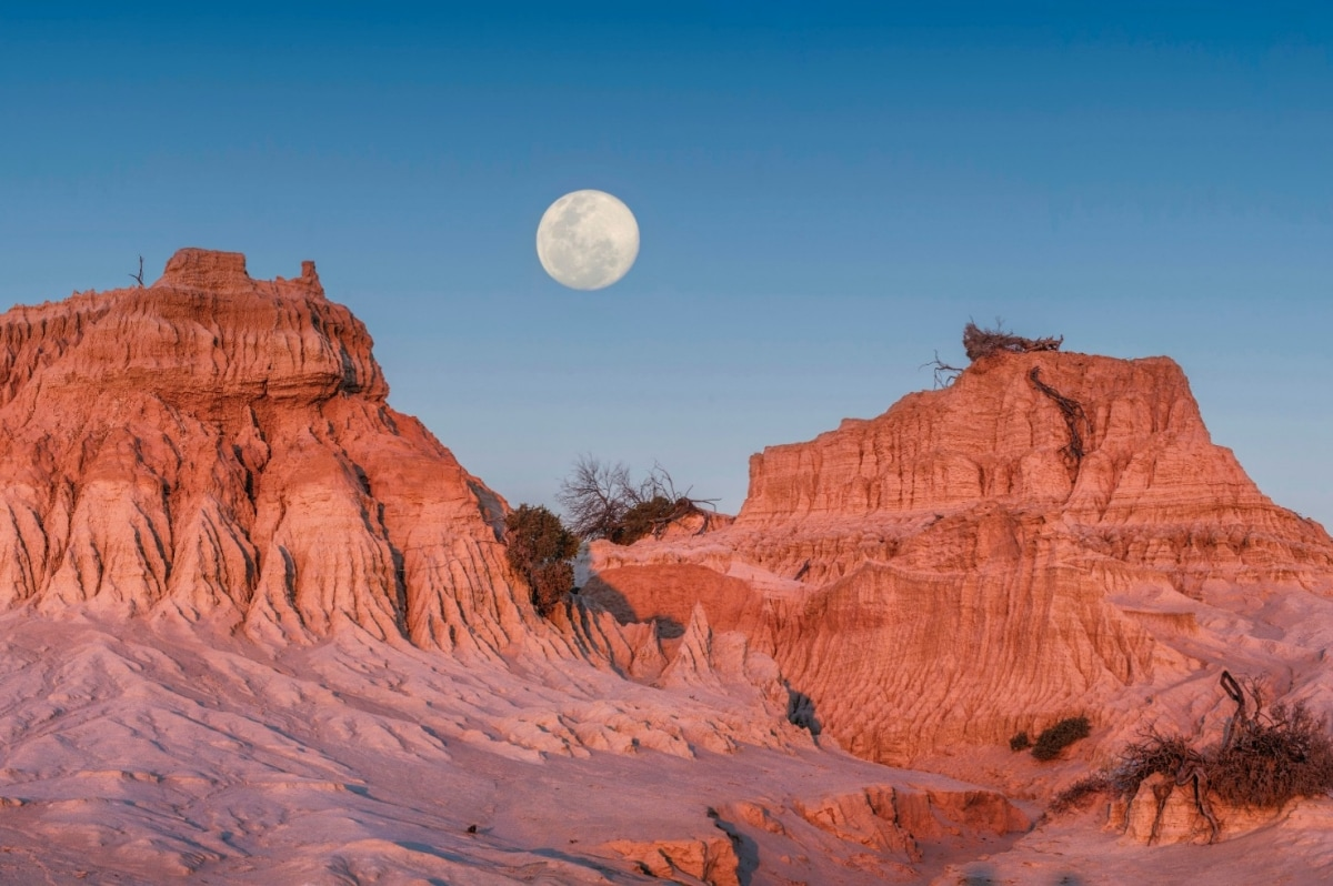 guide to mungo national park  new south wales