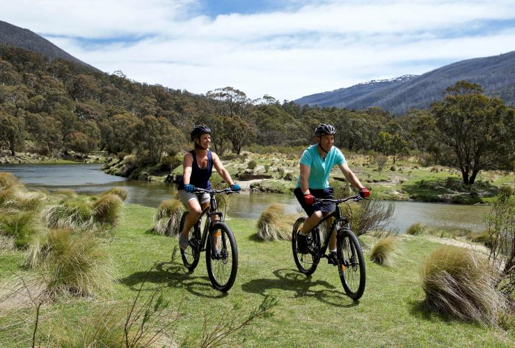 Cycling, Kosciuszko National Park, NSW © Destination NSW