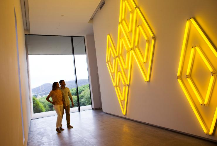 Couple admires artwork at TarraWarra Museum of Art © Tourism Australia