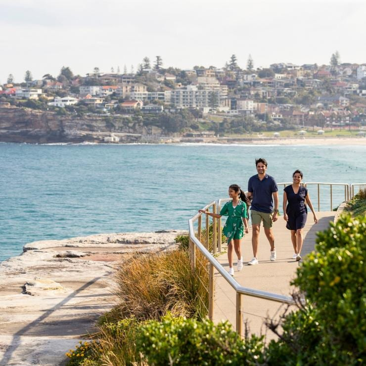 Family enjoying the Bondi to Bronte coastal walk in Sydney's Eastern Suburbs © Destination NSW