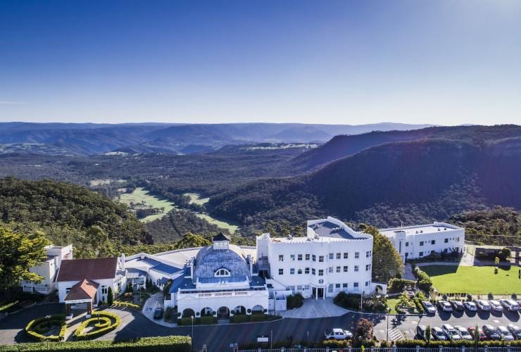 Aerial view of the Hydro Majestic Hotel with the Blue Mountains in the background © Destination NSW