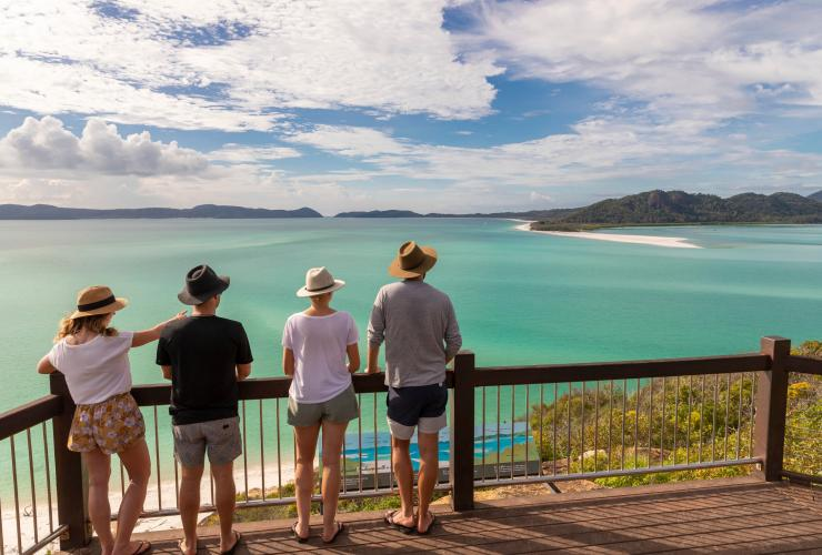 Group of people at Hill Inlet © Tourism and Events Queensland