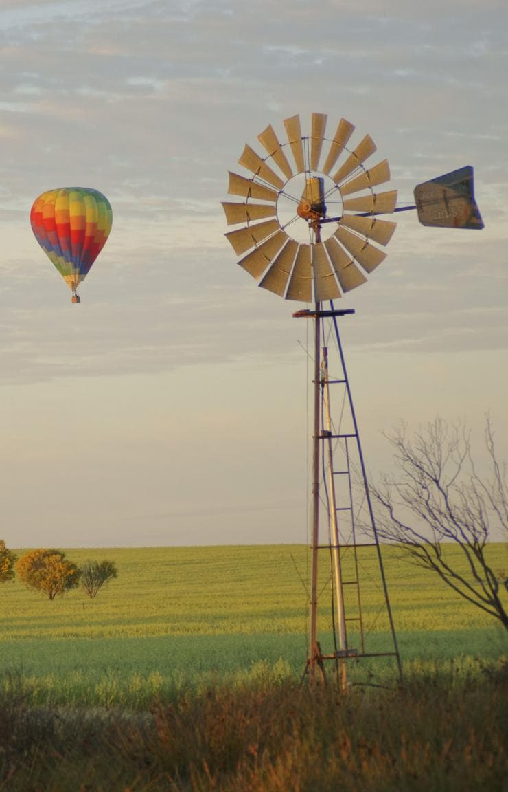 Ballooning over the Avon Valley, WA © Tourism Western Australia