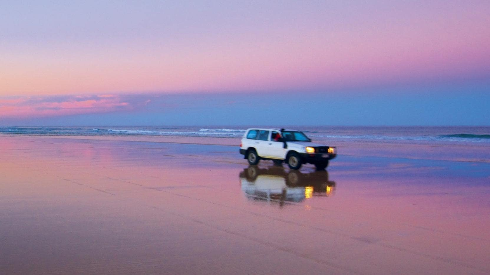 Seventy Five Mile Beach, Fraser Island, QLD © Tourism and Events Queensland/Darren Jew