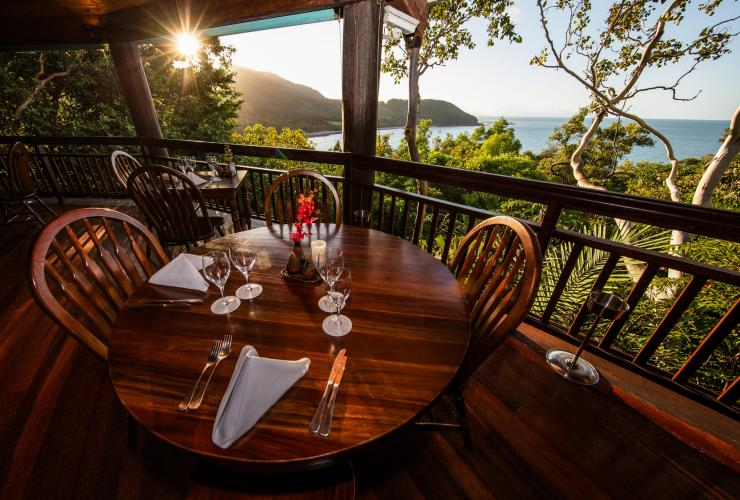 Outdoor dining at Ospreys Restaurant at Thala Beach Nature Reserve in Port Douglas © Colyn Lovegreen (Lovegreen Photography)