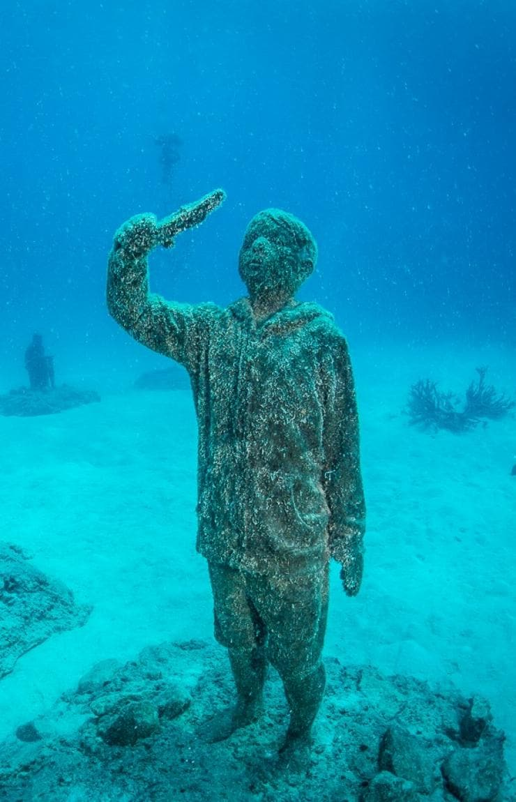Underwater sculpture exhibit in the Museum of Underwater Art near Townsville © Matt Curnock