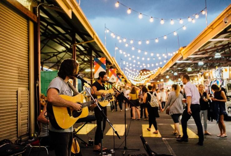 Guitarist performs at the Queen Victoria Night Market in Melbourne © Queen Victoria Market