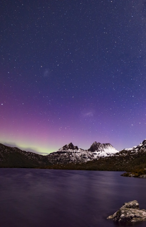 Aurora Australis over Cradle Mountain, TAS © Pierre Destribats