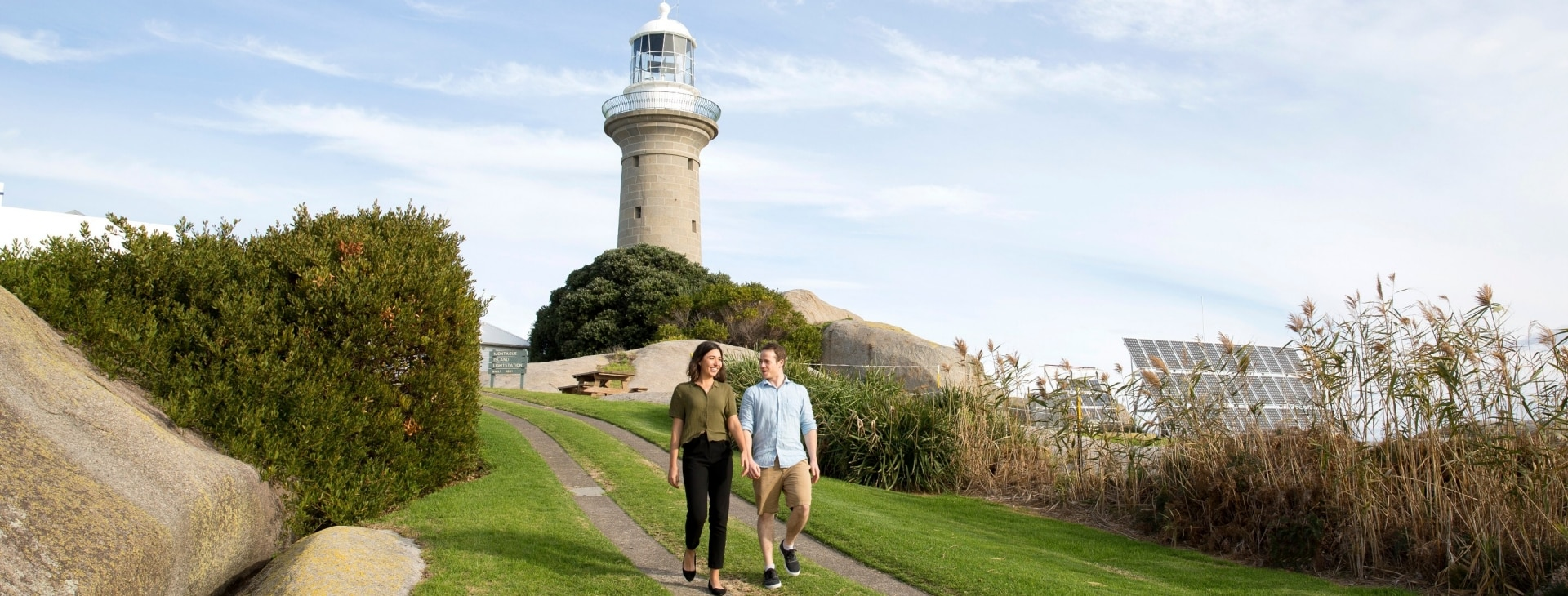 Couple enjoying a visit to Montague Island lighthouse in Narooma © Destination NSW
