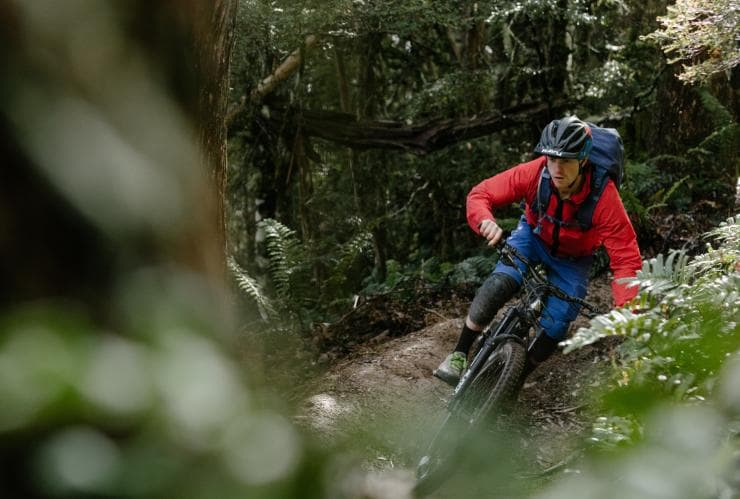 Man mountain biking in Maydena  © Simon McLaine
