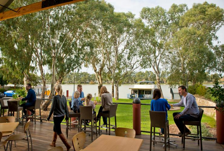 Pretoria Hotel, Murray River, SA © Adam Bruzzone, South Australian Tourism Commission