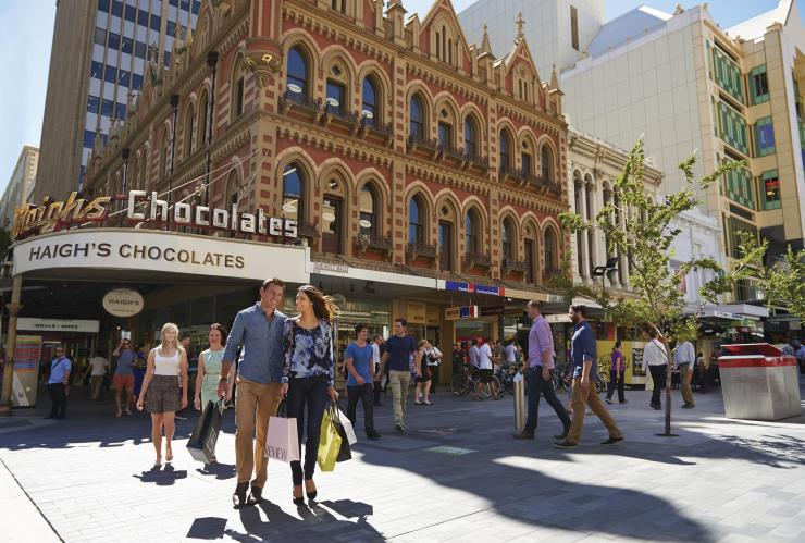 Couple shopping at Rundle Mall in Adelaide © Adam Bruzzone