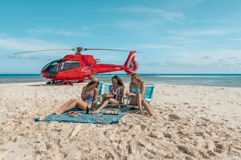 Nautilus Aviation day tour on Vlasoff Cay near Cairns © Tourism Tropical North Queensland