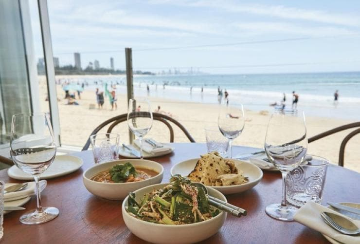 Rick Shores, Burleigh Heads, Queensland © Tourism & Events Queensland