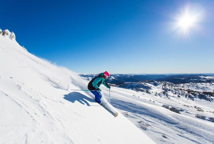 Skiing, Perisher, NSW © Destination NSW