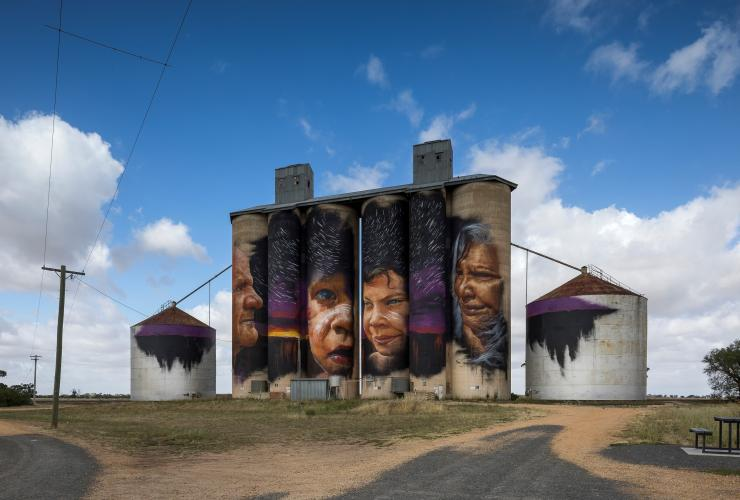 Silo Art Trail, Sheep Hills, VIC © Visit Victoria