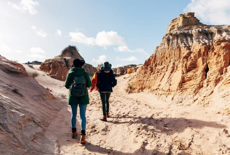 Visitors walking through Mungo National Park © Melissa Findley