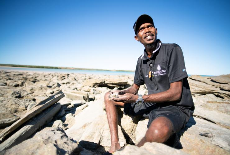 Couple sits around campfire at Kooljaman eco-lodge at Cape Leveque © Tourism Australia