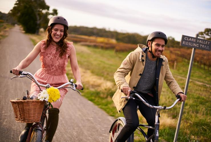 Two people cycling on the Riesling Trail © South Australian Tourism Commission