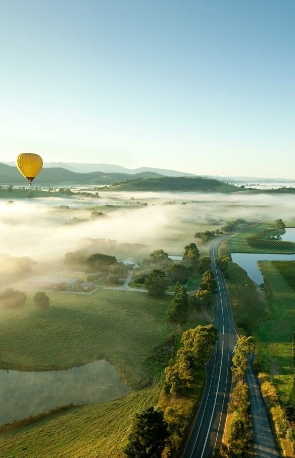 Hot air balloon over Yarra Valley, VIC © Visit Victoria