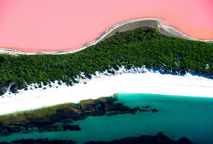 Aerial view of Lake Hillier © Ockert le Roux