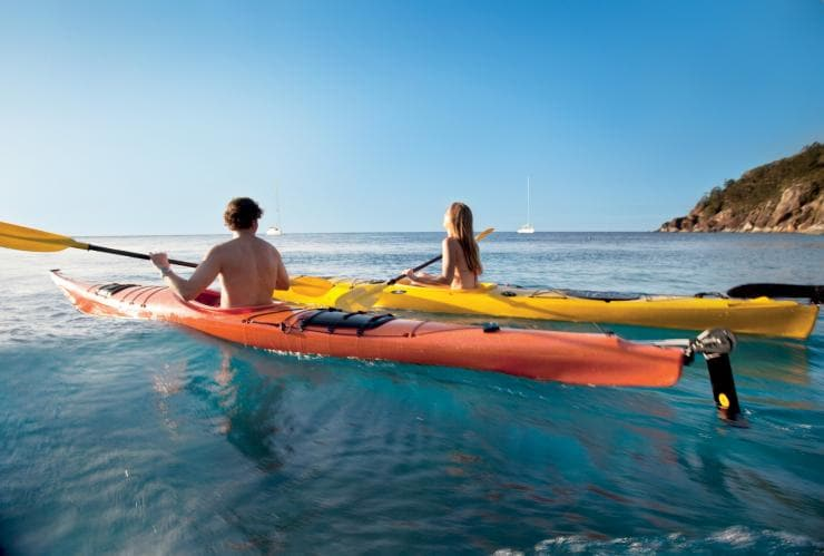 Kayaking near Luncheon Bay, Hook Island, QLD Ⓒ Tourism Whitsundays