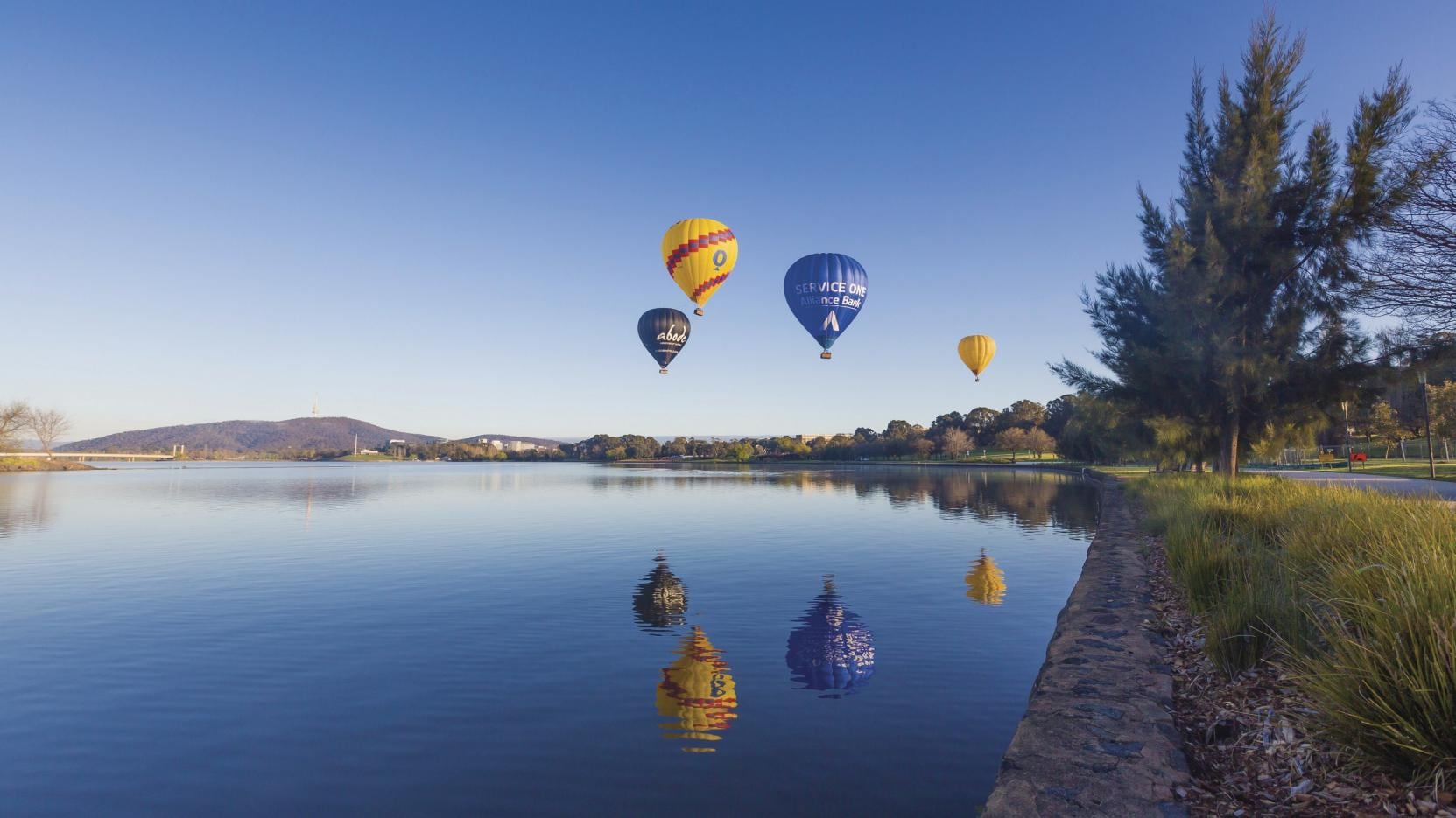 Hot Air Ballooning, Lake Burley Griffin, Canberra, ACT. © Visit Canberra