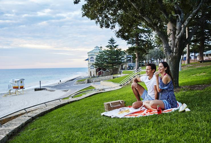 Picnic at Cottesloe Beach, Perth, WA © Tourism Western Australia