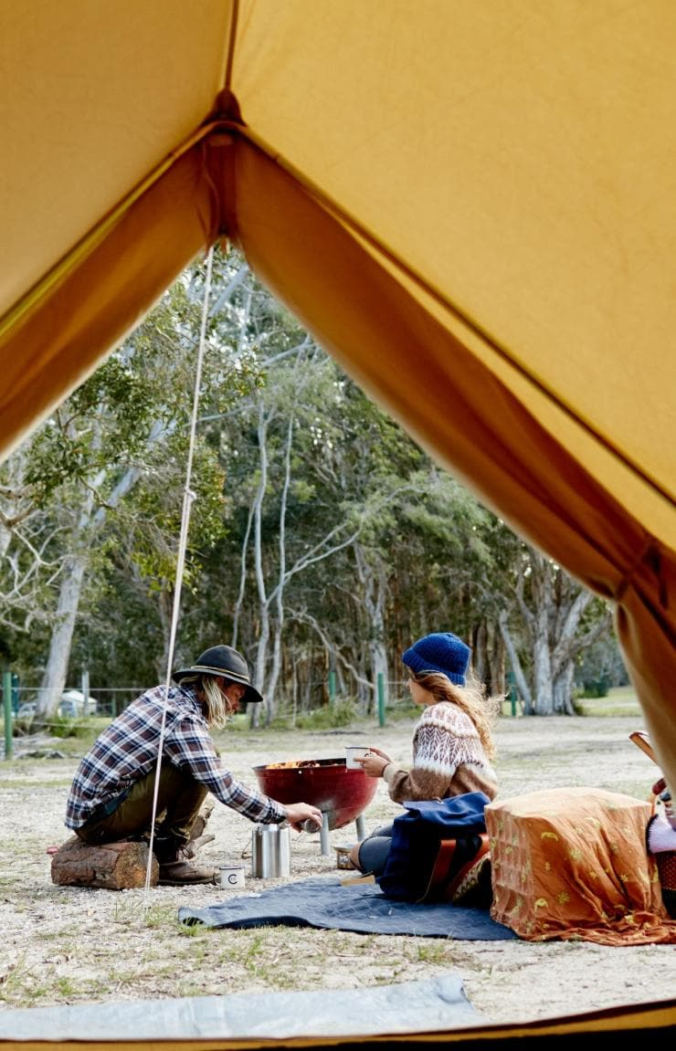 Camping at Elanda Point, Noosa, QLD © Tourism and Events Queensland, Ming Nomchong