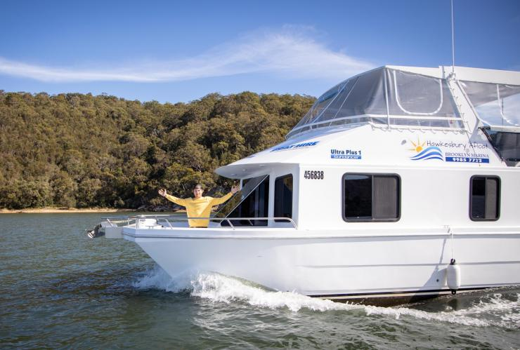 Hayden Quinn enjoys a houseboat on the Hawkesbury River © Boomtown Pictures