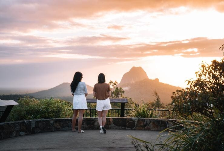 Girls looking out at the Glass House Mountains © Tourism and Events Queensland