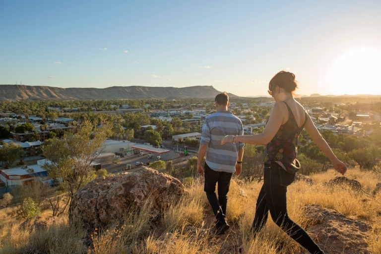 Anzac Hill, Alice Springs, NT © Shaana McNaught, Tourism NT