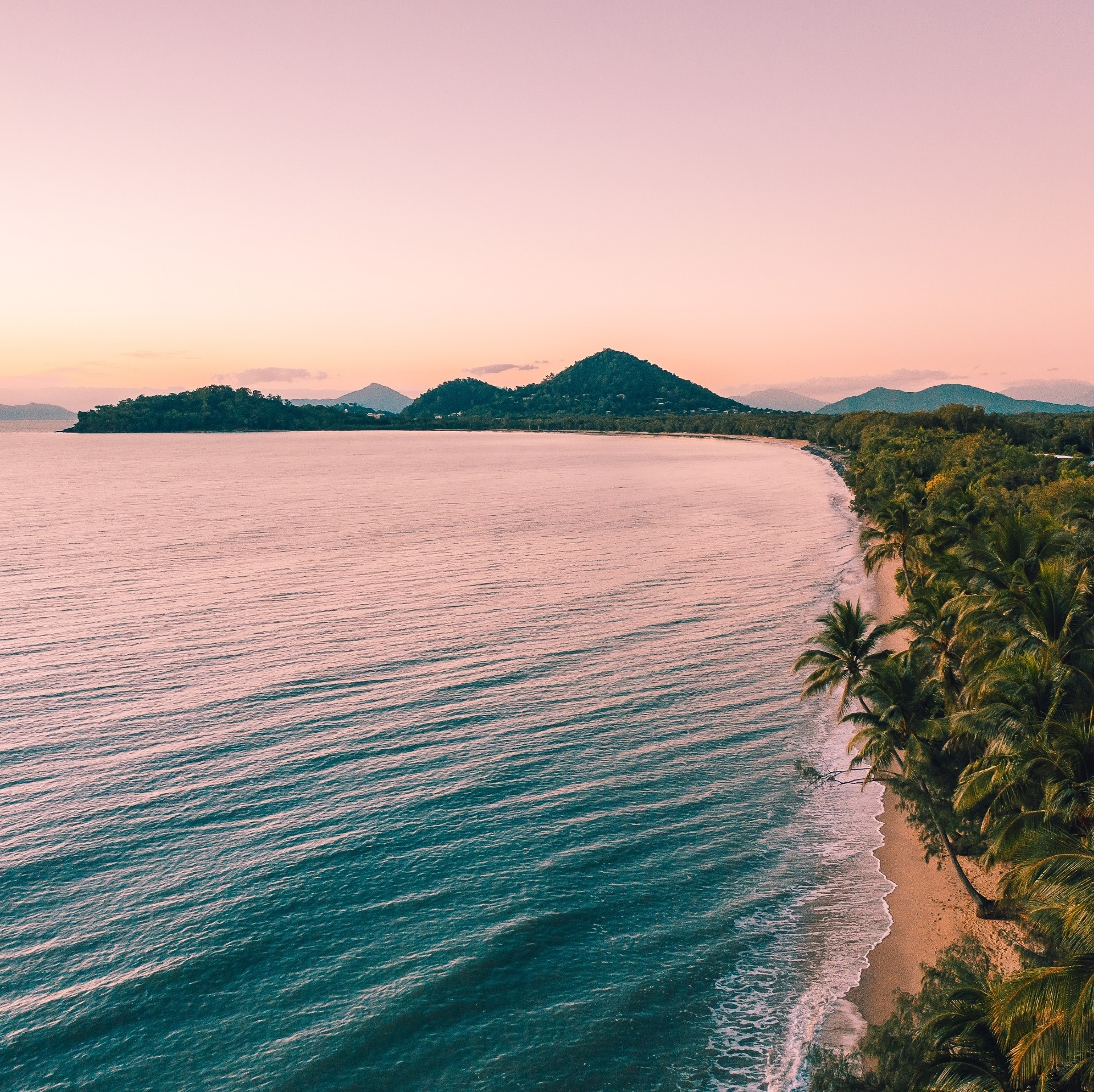 Clifton Beach at sunset in Cairns © Tourism and Events Queensland