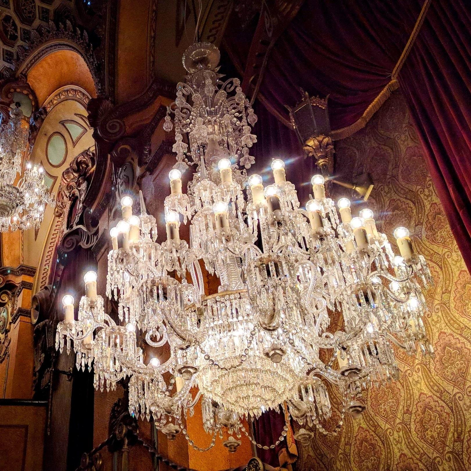 Auditorium Chandelier  at State Theatre in Sydney © Beaver Garland, 2021 Event Hospitality and Entertainment Limited