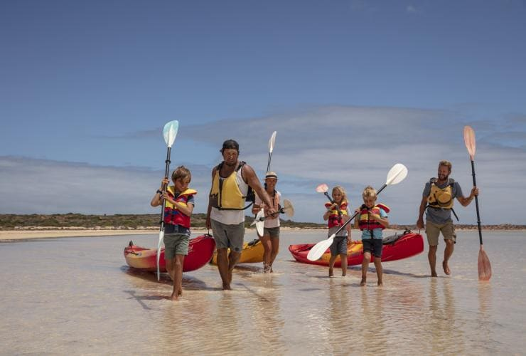 Wula Gura Nyinda Eco Cultural Adventures, Coral Coast, WA © James Fisher, Tourism Australia