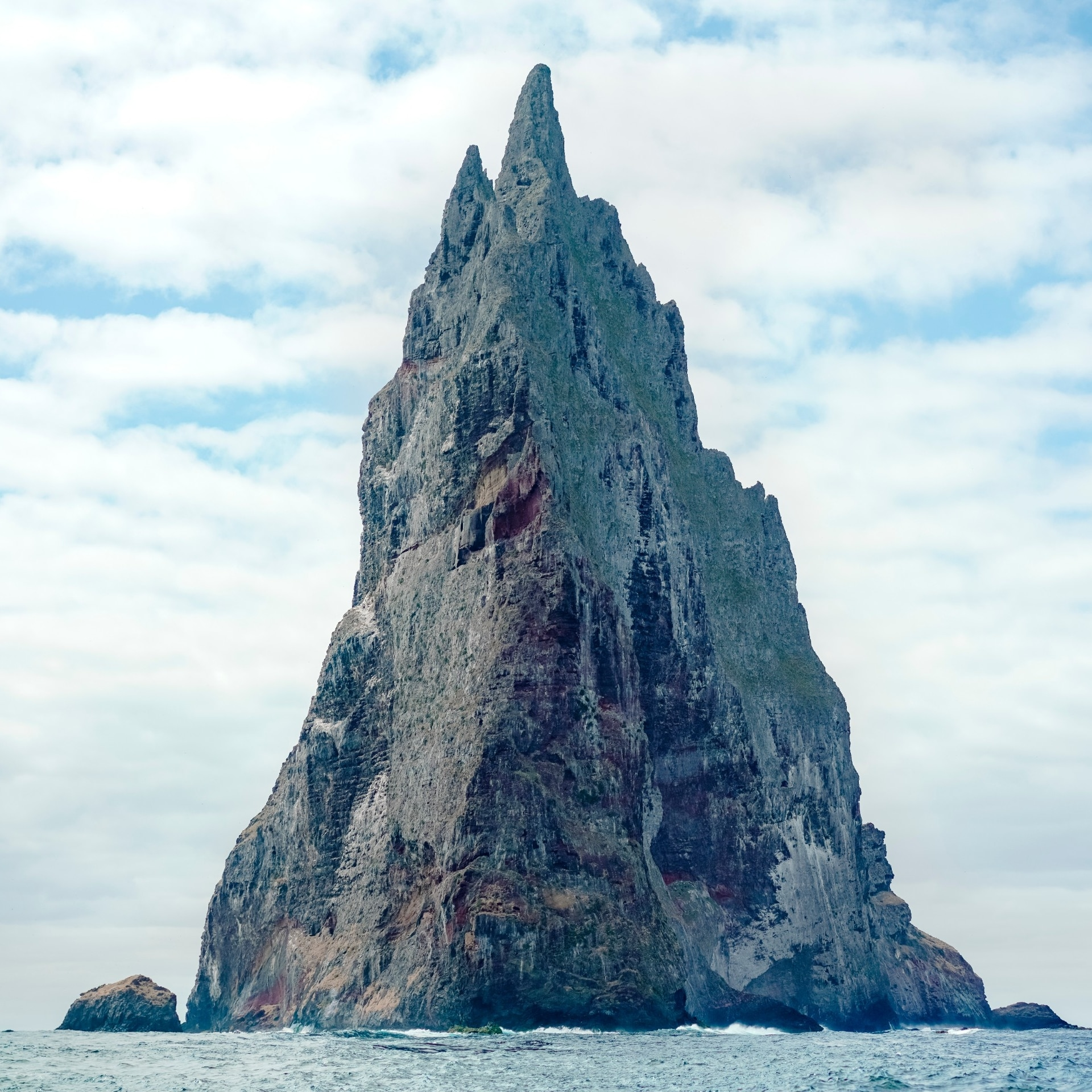 The Balls Pyramid volcanic stack near Lord Howe Island © Zach Sanders