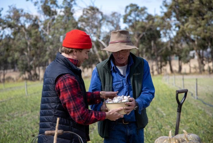 Chef Hayden Quinn buys garlic from local grower in Tenterfield © Boomtown Pictures
