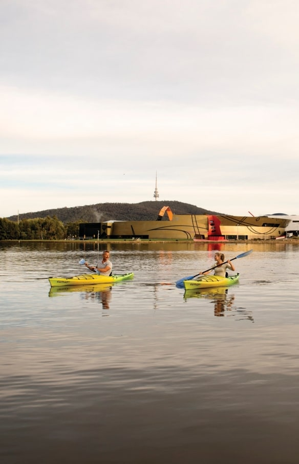 Kayaking at National Museum of Australia, Lake Burley Griffin, Canberra, ACT © Tourism Australia
