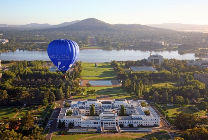 Hot air balloons over Lake Burley Griffin, Canberra, ACT © VisitCanberra
