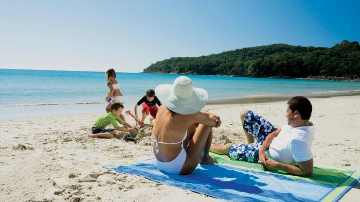 Noosa Main Beach, Noosa Heads, QLD © Alan Jensen, Tourism and Events Queensland