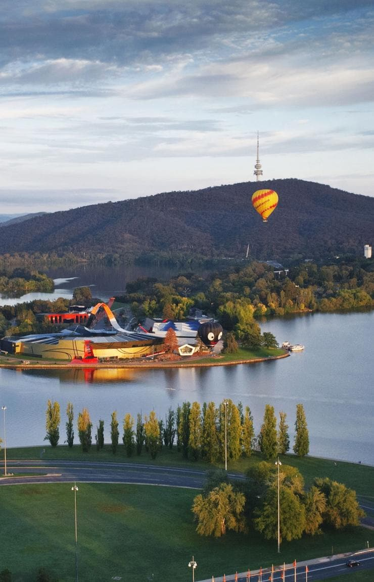 Aerial over Lake Burley Griffin in Canberra © Cultural Attractions of Australia