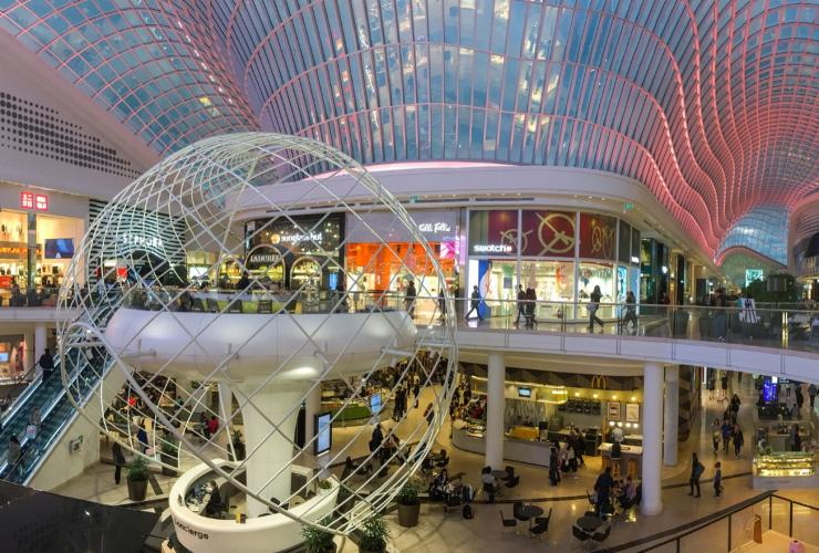 Interior of Chadstone shopping centre near Melbourne © Wpcpey / CC BY-SA