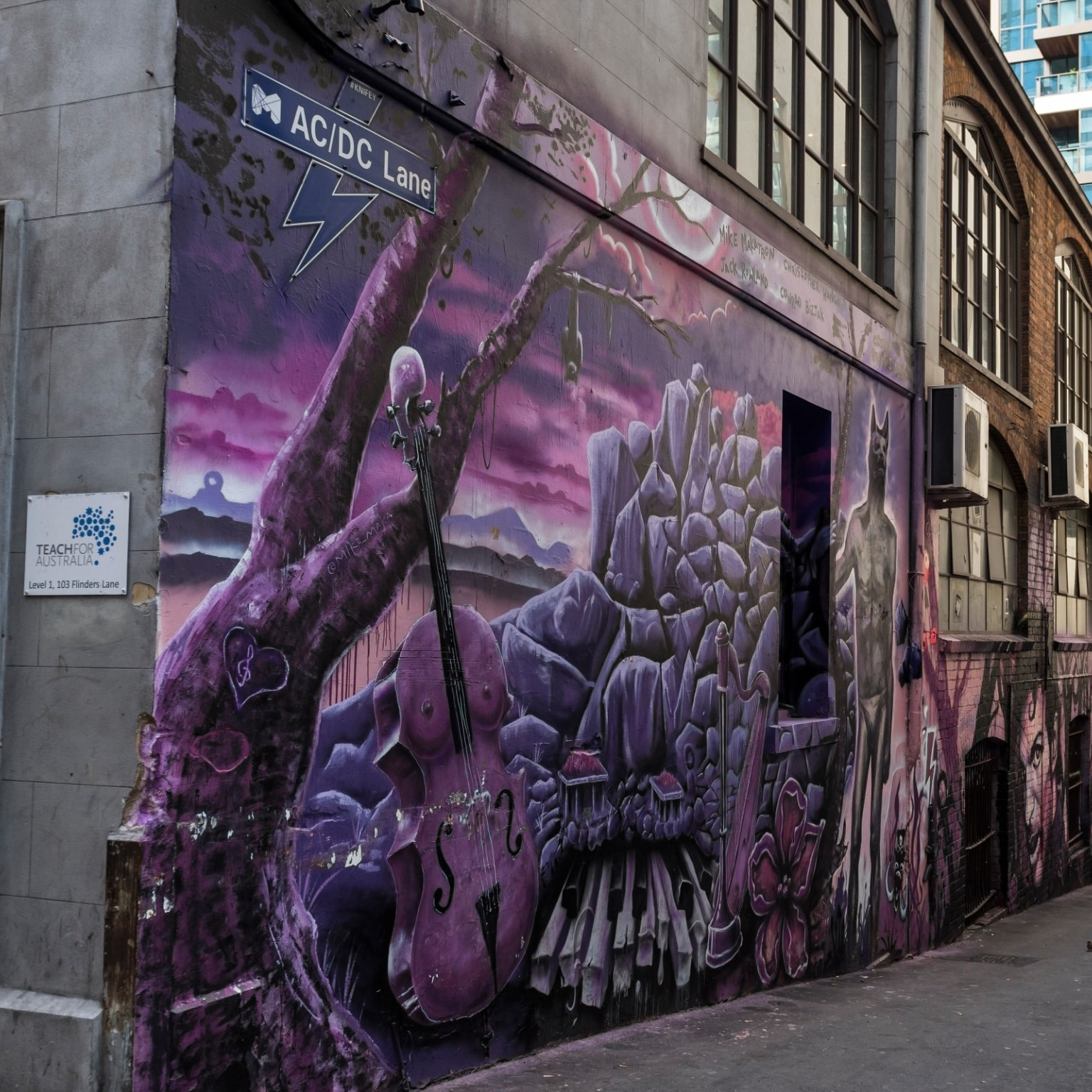 Graffitied ACDC lane in Melbourne © Visit Victoria