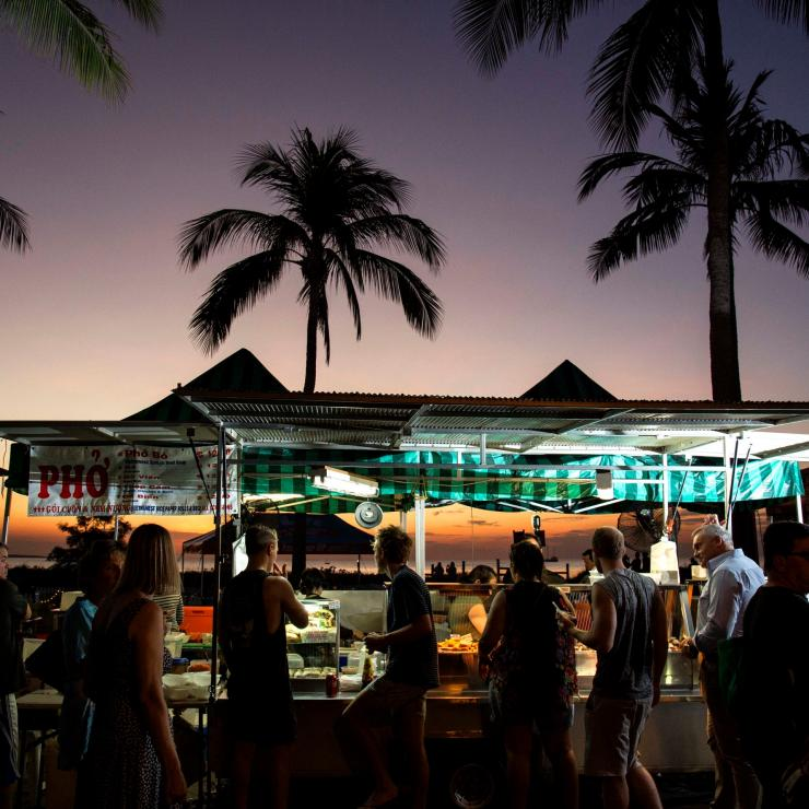 Food stalls at sunset at the Mindil Markets in Darwin © Tourism NT/Mindil Beach Sunset Markets