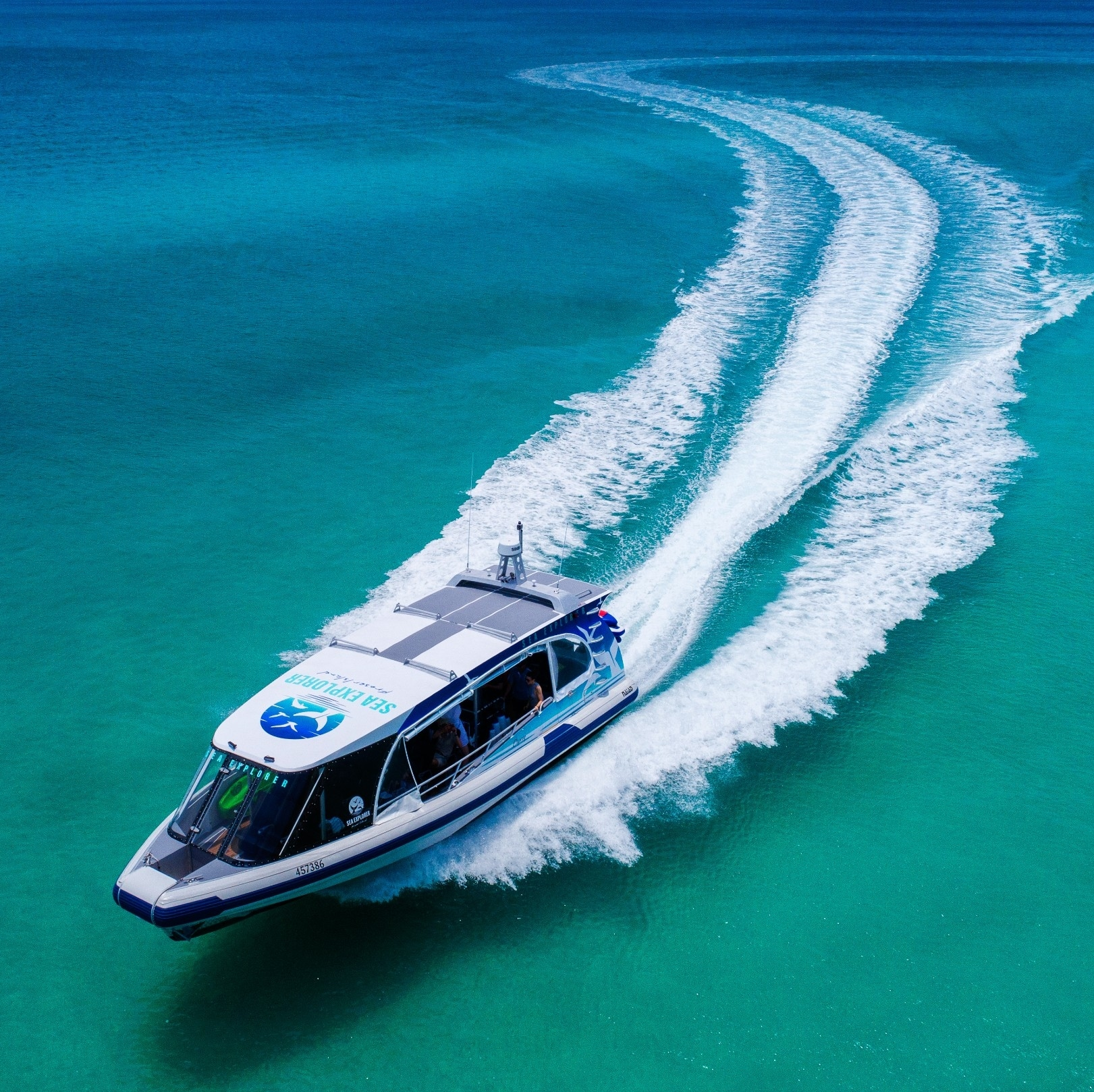 Sea Explorer boat off the coast of Fraser Island © Kingfisher Bay Resort